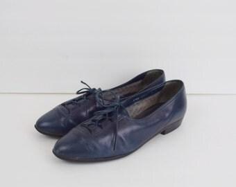 Vintage blue leather oxford shoes / lace up brogues / retro flats