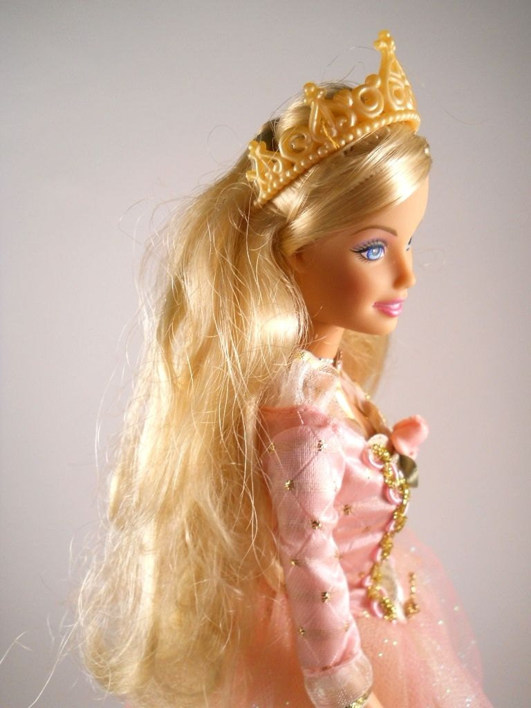 Barbie The Princess And The Pauper Singing Princess Anneliese