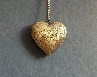 Heart Locket Necklace. Floral Brass Locket. Vintage Heart Locket. Heart Necklace.  Heart Jewelry. Photo Locket