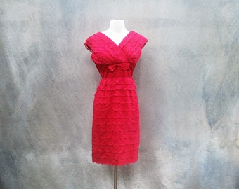 Vintage 50s red lace wiggle cocktail dress - 1950s Mad Men tiered party dress _ medium