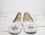 8 | Women's Vintage Thunderbird Minnetonka Moccasins in White Leather