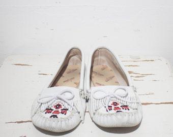 8 | Women's Vintage Thunderbird Minnetonka Moccasins in White Leather