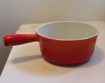 Vintage Descoware Cast Iron Enamel Pan. 7 C, 18,0.  Orange Flame.  Mid century modern, Eames era. Made in Belgium.  1960s.