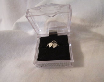 Vintage Ladies Sterling Silver Leaf and Grape Ring