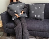 Set of 2 trendy arrow pillows in grey and white for one sixth scale dollhouse or diorama