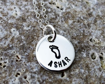Name Jewelry - Custom Name Necklace - Mommy Necklace - Mommy Jewelry - Foot Print - Baby Shower Gift - Birth Gift - Push Gift- Gift for Wife