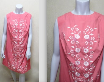Vintage 60s Embroidered Shift Dress in Pink