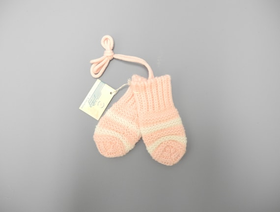 Vintage Baby Clothes, 1960's Pink and White Baby Girl Mittens, Pink Baby Mittens, Vintage Baby Mittens, Size 6-12 Months