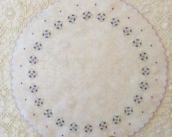 Vintage Unused Lavender and White Round Floral Handkerchief 1385