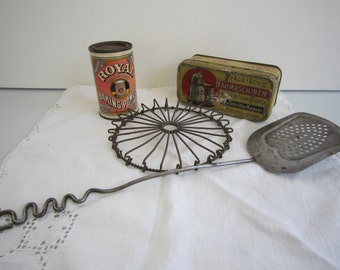Vintage kitchenware & two tins