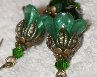 Lucite flower earrings. Art Nouveau. Art Deco. Green Forest