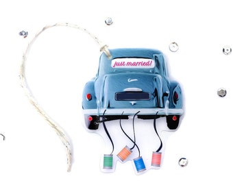 Large Just Married Gift Tag Set. Blue Wedding Car Party Gift Topper Embellishment. Just Married Wedding Car with Cans. Novelty Gift Tags