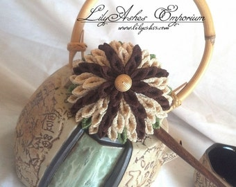 Kanzashi Star Hoshi Kiku Chrysanthemum Brown Khaki Green Hair Stick