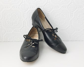 Black Leather Oxford Pumps, Reptile Details with Open Lacework, Witch Shoes, Secretary Heels, by Johansen, size 7.5 ladies, Vintage 1970's