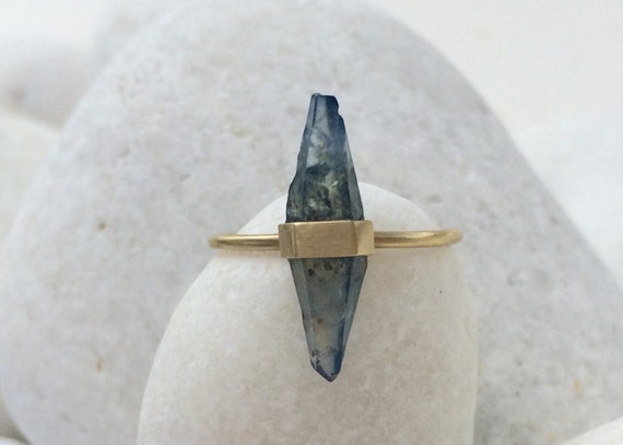 Unheated sapphire crystal and solid 18k gold ring