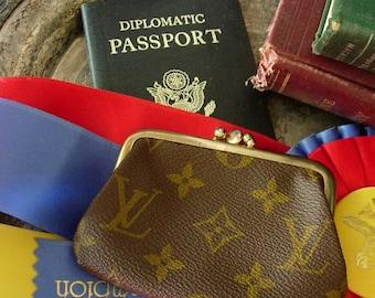 Adorable and Ultra Rare Vintage LOUIS VUITTON Kisslock Coin Wallet Handbag Accessory Case LV