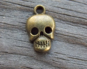 10 Bronze Skull Charms 17mm  Antiqued Bronze Halloween Charms