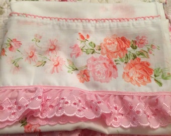 VINTAGE new pair standard pillowcases so shabby chic,  pink cabbage roses and lace
