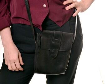 HOLIDAY SALE 1990s Saks Fifth Avenue shoulder strap purse / black leather purse / magnetic closure crossbody bag