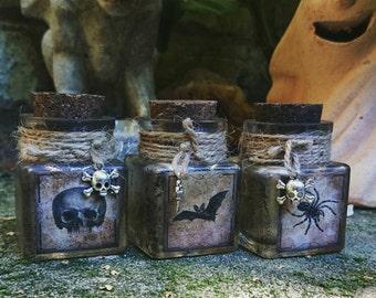 Spooky Halloween Apothecary Jars Decoration Prop Spider Bat Skull Poison Jar Set of 3 Square Jars Halloween Art Decor