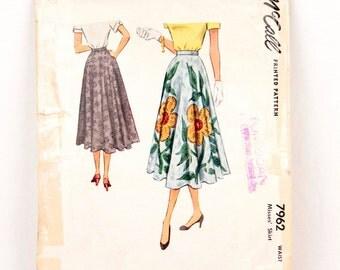 1950s McCall 7962 // circle skirt