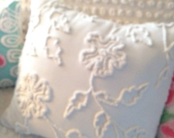 "Vintage Chenille Accent Pillow - White Trailing Vines and Flowers - 16""  Decorator Pillow Insert Included"