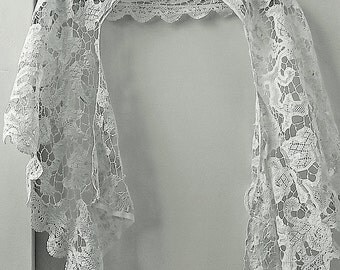 Elegant Vintage White Lace Shawl with a Modified Floral and Paisley Design