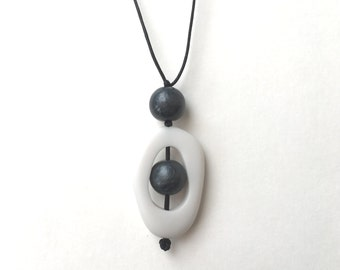 High Contrast Nursing Necklace - Nursing Jewelry - Twiddle Buster Breastfeeding Necklace - Black and White, Monochrome