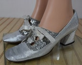 Sale - Vintage 1960's Women's Tidbits of Fashion Go-Go GLiTTerY SiLvEr LAME SpAcE AgE MoD TWiGGy Laced HiPPiE Shoes Size 6 6.5