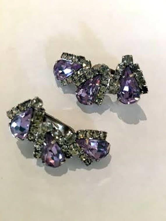 Vintage 1950s Weiss Violet Rhinestone Clip On Earrings