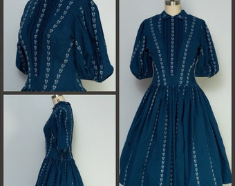 1950s Dress / 50s Dress / Gingham Dress with Embroidery  / Coat of Arms / Embroidered Lions