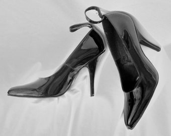 Black Patent Pointed Stilettos - Lace Up - vintage shiny shoes - high heels - point toe