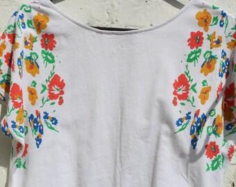 Vintage Retro Floral White T Shirt - Womens top - flowers - sixties Kitsch Tshirt - medium large uk 14