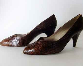 brown snake skin shoes, vintage 70s shoes, pumps size 8, andrew geller shoes, womens shoes size 8