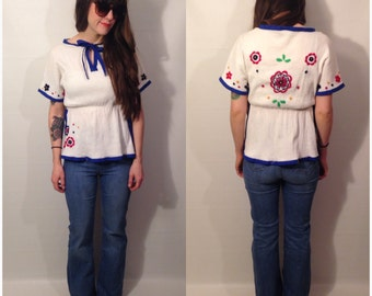 Vintage 70s White Floral Embroidered Short Sleeve Blouse Empire Waist Blouse Boho Hippie Folk Size Small
