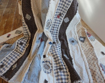 SCRAPPY Rag Quilt - RUSTIC Quilt - Lap Throw - Table Topper