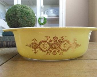 Pyrex  Golden Wreath 1 1/2 Quart Casserole Dish Mustard Yellow Hints of Green