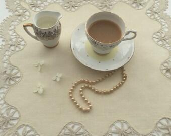 Vintage Doily - Vintage Tray Cloth - Lace Doily - Tea Tray Cloth - Vintage Table Mat - Vintage Dressing Table Linen - Shabby Chic -