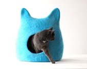 Ready to ship cat bed in size L - cat cave - cat house - felted wool cat bed - bright turquoise with natural white