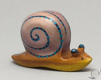 Toy Snail wooden colourful brown pink blue with dots Size:8,0x 4,5 x 2,5 cm (bxhxs)  approx. 24 gr.