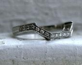 Gorgeous Vintage Fitted Platinum Diamond Wedding Band.