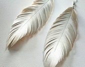 PEARL - Faux Leather Feather Earrings, White Feather, Bohemian Bride, Boho Earrings, Feather Earrings, Pearl Earrings, Pearl Earrings,