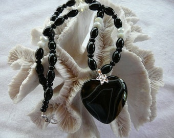22 Inch Black Striped Agate Heart Pendant Necklace with Earrings