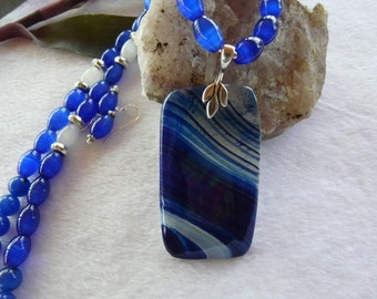 22 Inch Blue Banded Onyx Agate Pendant Necklace with Earrings