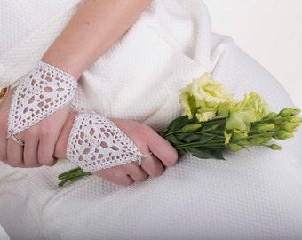 Wedding gloves, crochet gloves, lace gloves, fingerless gloves, lace cuffs, bridesmaid gloves, lace mittens, whit geloves, gemstone gloves
