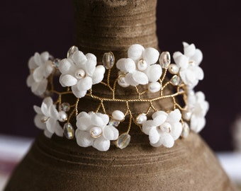 624_Floral bracelet, White pearl bracelets, Floral jewelry, Gold jewelry, Crystal bracelets, Flowers jewelry, Jewellery, Flowers bracelet.