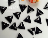 18pcs, Black Crystal Triangle, small, 16mm, Sew on crystal stone