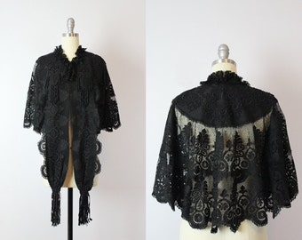 antique victorian cape / 1800s victorian mantle mantelet / black lace capelet / victorian fringed lace jacket / mourning cape