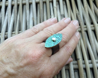 Handmade in UK handstitched brown and green Artisan leather ring with a natural waterfresh pearl