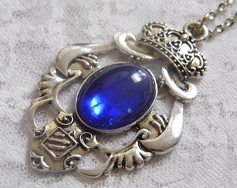 CREST Blue Glass Cameo Necklace Pendant Royal Shield King Queen Crown Family